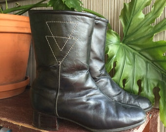 Vintage 1960's black leather boots size 7 womens