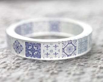 Resin bangle with embedded China blue Moroccan tile pattern