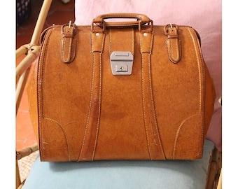 1970 Doctor Bag Honey leather roomy/70s doctor bag overnight bag