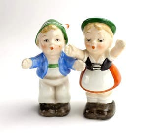 Vintag Goebel Salt and Pepper Shakers, Boy and Girl, Kissing , Hugging German Children Kids Germany 1956 Small Bee Epsteam