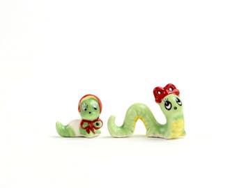 Vintage Josef Originals Miniature Inchworm Mama Baby Caterpillar Anthropomorphic Miniatures, Green Inchworm with Hats, Terrarium, Epsteam