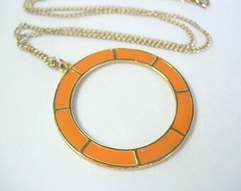 "Sarah Coventry Cov Bright Orange Enamel on Gold Tone Metal Circle Vintage Pendant Necklace 18"" Chain Retro Mod Neon Go-Go Twiggy Modernist"