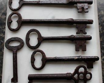 antique skeleton keys. 6 iron keys ..longest 3 3/4 inch- smallest 1 3/4 inch  early 1900's