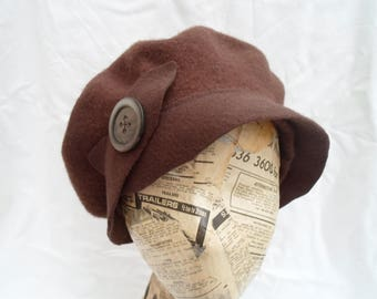 Beret with brim