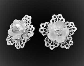 Studs silver embroidery lace petals