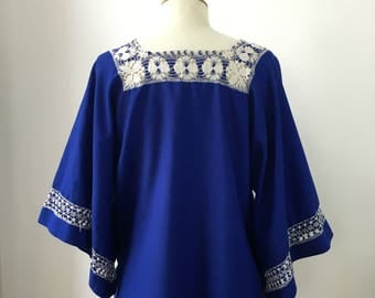 Vintage 1960s Folk Peasant Top - 60s Royal Blue Crochet Bohemian Blouse - Kimono Sleeve Top - Boho Hippie - One size - Small/Medium/Large -