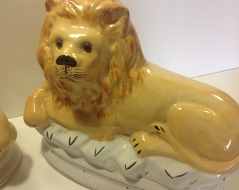 Vintage Antique Lions Victorian Staffordshire style set of 2 Lion Bookends Decor with Glass Eyes