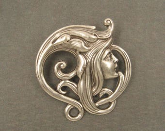 Art Nouveau Face of a Girl - Sterling Silver Plated Brass - 31x30mm (1)