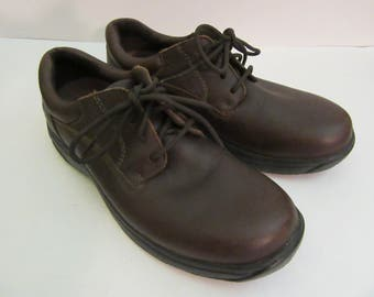 Vintage Dunham leather shoes by New Balance size 9 1/2D