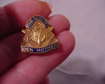 Dress Pin-back Badge Cub Scouts Den Mother BSA