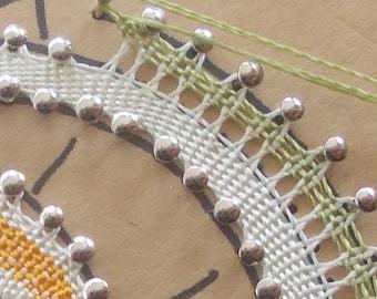 First steps in bobbin lace: begin from scratch