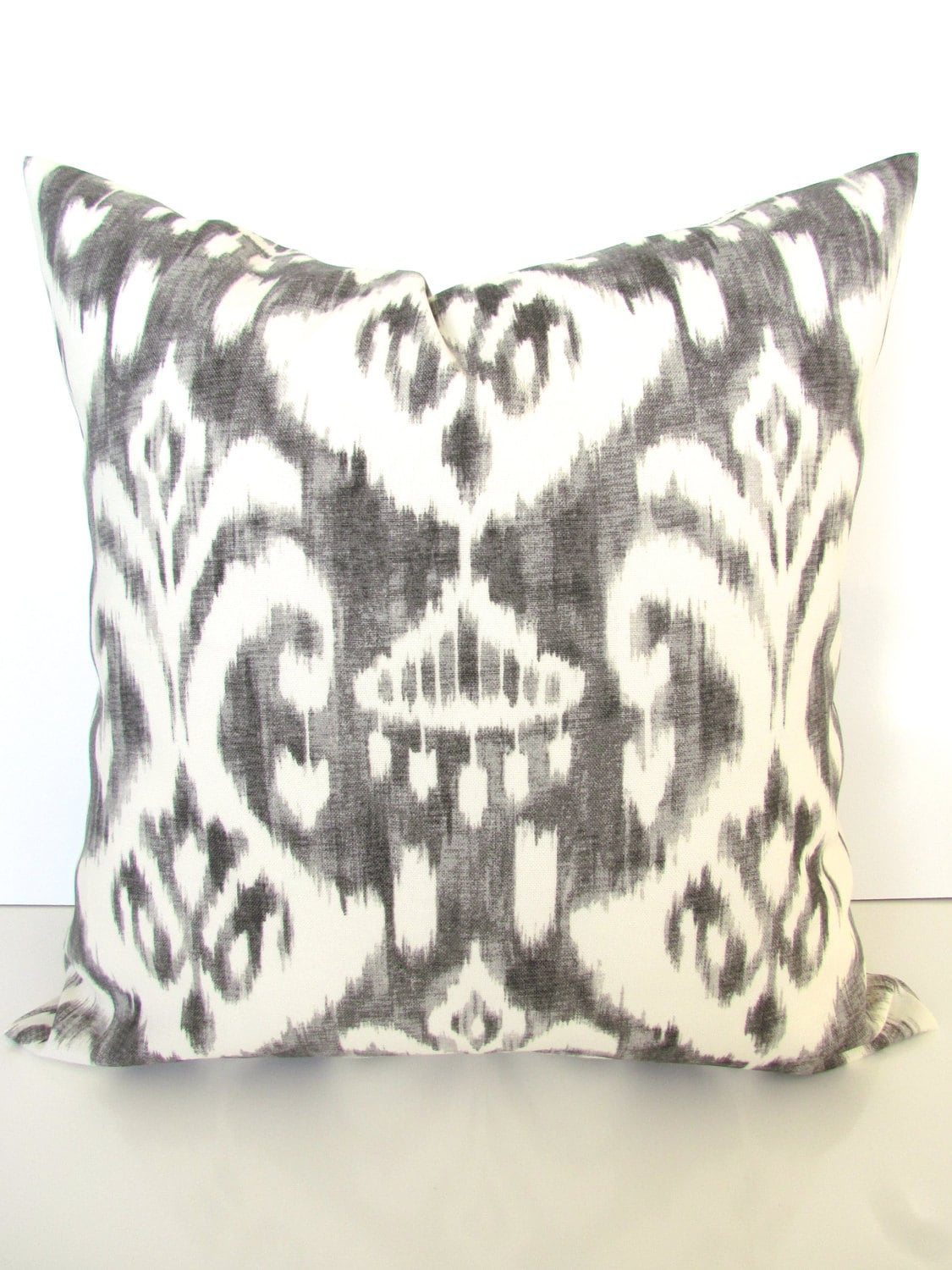 gray outdoor pillows gray pillow covers gray indoor outdoor. Black Bedroom Furniture Sets. Home Design Ideas