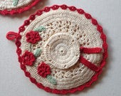 1940s POT HOLDERS -Red and White Flowers Lovely sweet vintage crocheted cottage Kitchen Linens