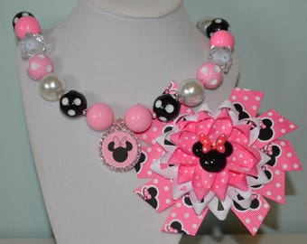 Pink Minnie Mouse bow and necklace set