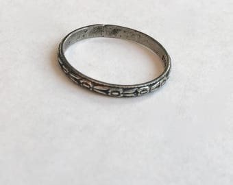 vintage sterling patterned band, size almost 6.5