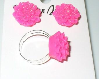 1 set. Earrings and finger rings in pink