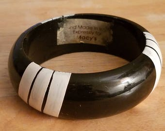 Vintage Handmade Exclusively For Macys Black And White Painted Stripes Acrylic Bangle Bracelet