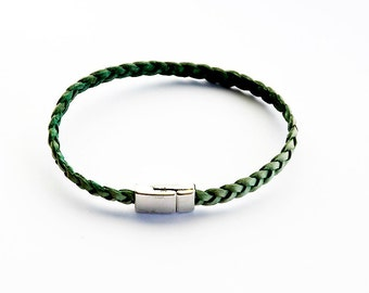 Leather bracelet in light green