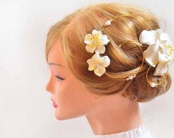 Ivory and yellow hair clip Flower fascinator Modern headpiece Ivory fascinator Simple fascinator Bridal hair piece Wedding hair accessories