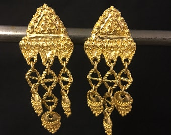 Vintage baroque gold tone clip on earrings