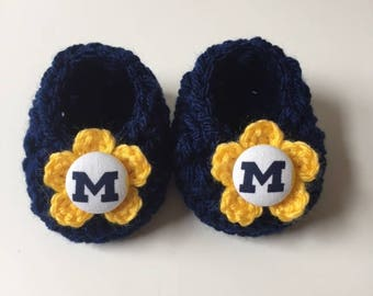 Michigan baby girl booties, Wolverines baby booties, infant shoes, crochet baby booties, booties for baby, crochet baby shoes