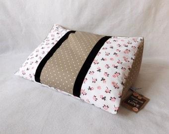 59) Reading pillow