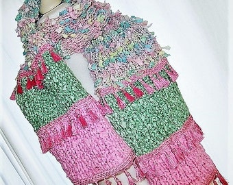 Handgestrickter scarf with tassels in Rosa Mint pastel