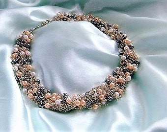 Statement necklace Pearl Necklace grey cream pink beige