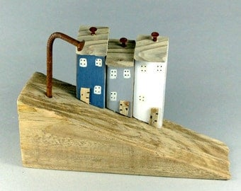 Naturally Sloping Driftwood with 3 little coloured houses #491