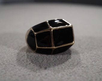 vintage gold tone statement ring with 11 panels of black enamel, size 9  M2