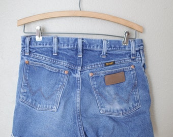 vintage 1980's distressed cut off wrangler western jean shorts 30