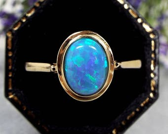 Beautiful 14ct Yellow Gold Vibrant Blue Opal Solitaire Gemstone Ring / Size Q