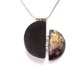 Semicircular necklace with ebony and enamel