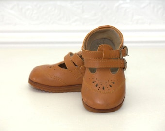 Vintage brown toddler Mary Jane 2 strap shoes sz 2