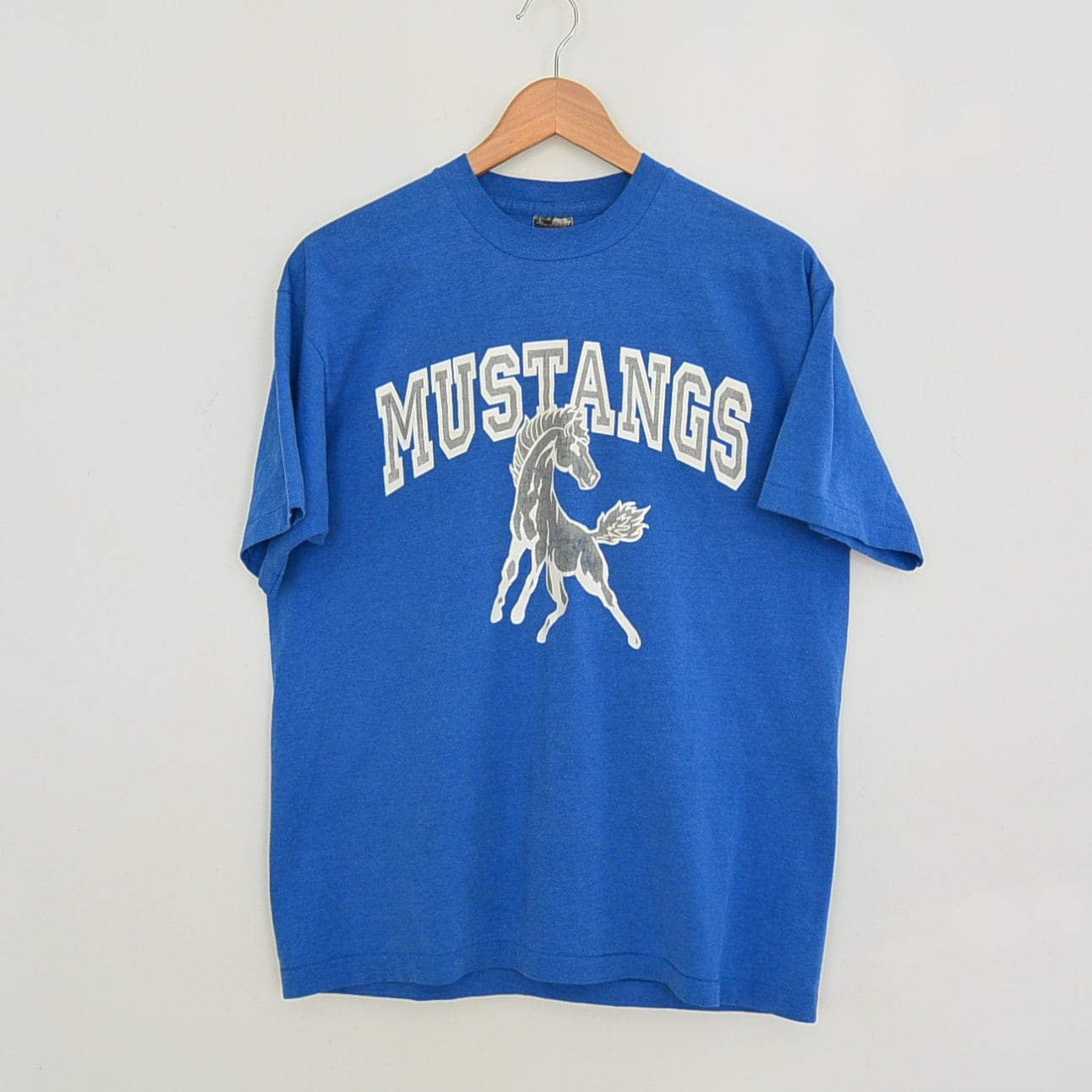 Vintage mustangs sports tee shirt 50 50 cotton poly blend for Vintage mustang t shirt