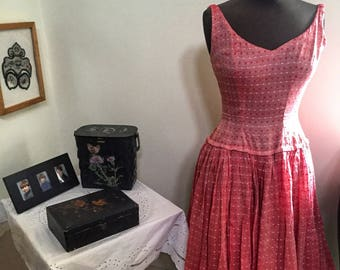 Beautiful pink SUZY PERETTE 50's vintage frock.