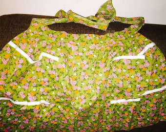 Vntg gathered full skirt floral apron