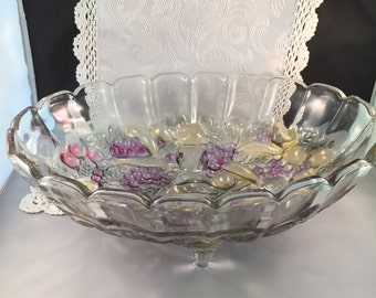 A104b  Iridescent footed glass fruit bowl with shell pattern