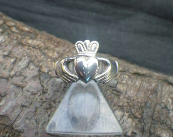 Vintage Sterling Silver Claddagh Ring