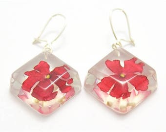 Square earrings with red verbena flowers