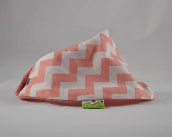 With soft TOWEL bib for baby shreds salmon and white zigzaguantes
