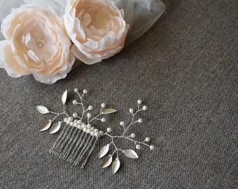 Pearl hair comb, leaf hair comb, leaf headpiece, leaf hair pin, leaf hair piece, silver leaf comb, bridal hair comb, pearl bridal comb