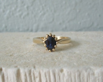 Vintage Oval Shape Natural Blue sapphire Ring In 14KT Yellow Gold