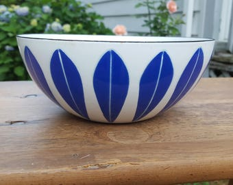 Cathrineholm Blue and White Lotus Bowl 8.25 (21 cm)