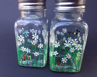 Hand painted salt and pepper shakers, salt and pepper shakers, daisy themed salt and pepper shakers