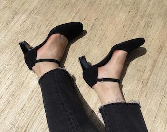 Black Neoprene Mary Jane Pumps | 90s vintage | minimalist | DKNY | Donna Karan | normcore | ankle straps | size 7