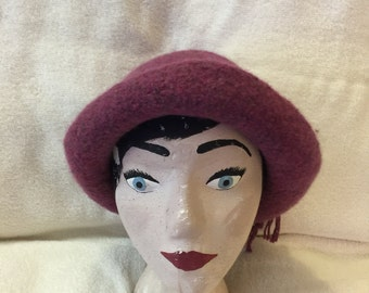 Mauve wool felted hat with cord