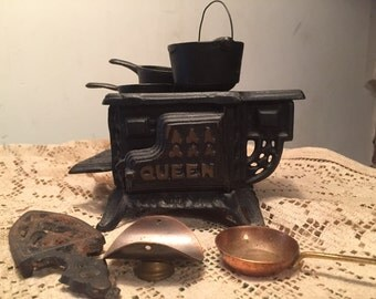 Vintage Cast Iron Miniature Stove Dollhouse Toy Queen Stove Pots and Pan Set Miniature Cast Iron Dollhouse Furniture
