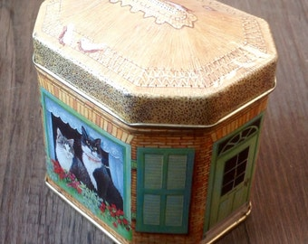 Hunky Dory Collectible Tin. House Shaped Tin With Cats. 1990.