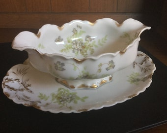 Gravy Boat with attached Under plate: Haviland Limoges Schleiger No. 52